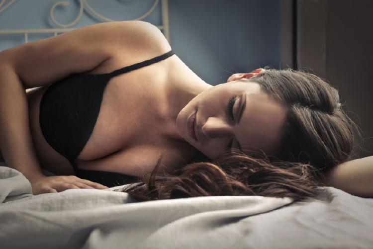 Prsa rostou zejména v klidu - při spánku či relaxaxi.