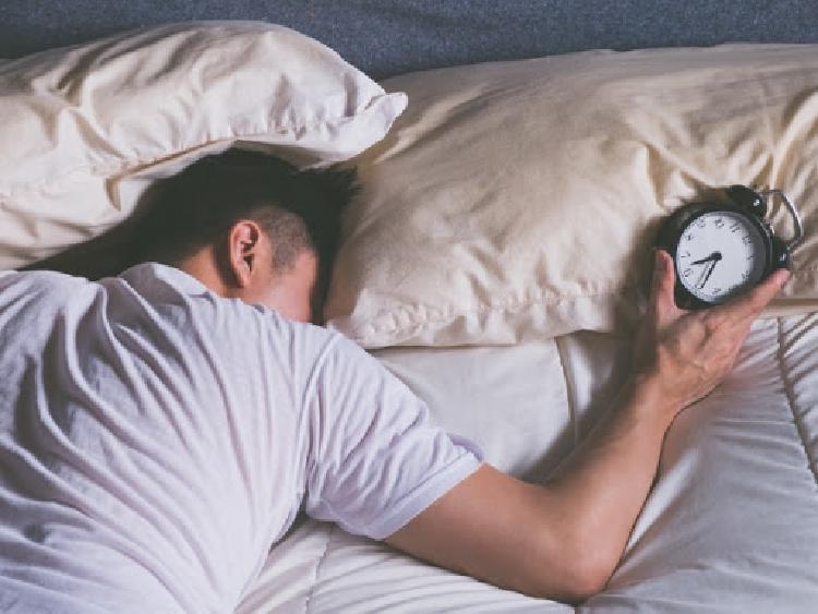 Kvalita spánku má veľký vplyv na tvorbu testosterónu a ovplyvňuje aj vašu náladu
