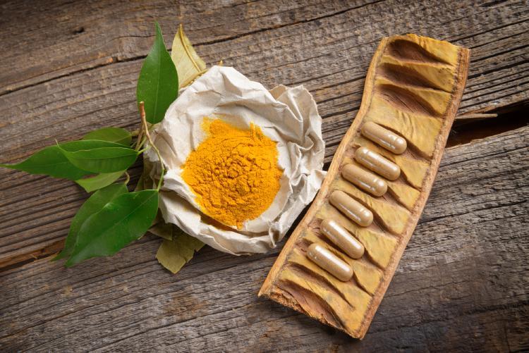 Kurkuma čiže indický šafran je korenie vyrobené z mletého sušeného podzemku kukurmovníku. Koreň vyzerá podobne ako zázvor.