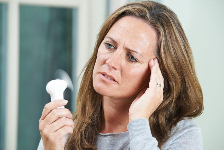 Návaly tepla sú najrozšírenejším príznakom ženského prechodu.